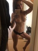 playfull_brunette